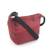 Ultralight 4L shoulder bag.